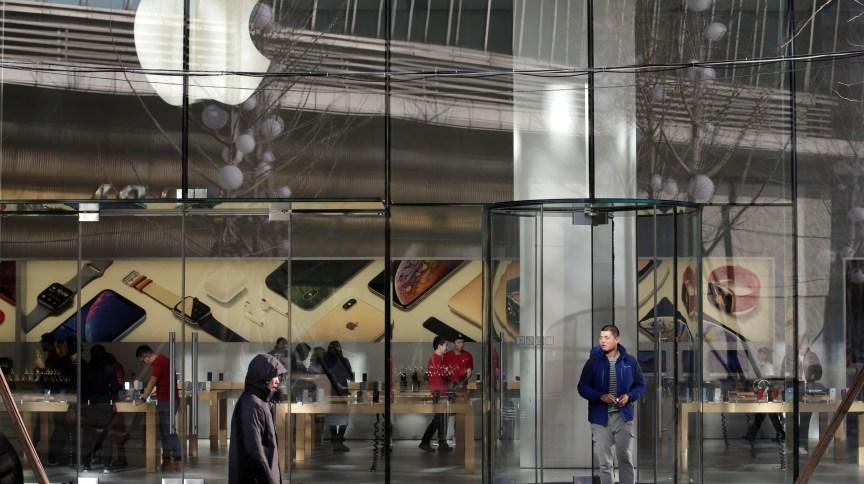 Após reabrir 25 lojas nos EUA em 18 de maio, Apple registrou vandalismo e roubos em suas unidades de Nova York, Filadélfia e Washington, DC