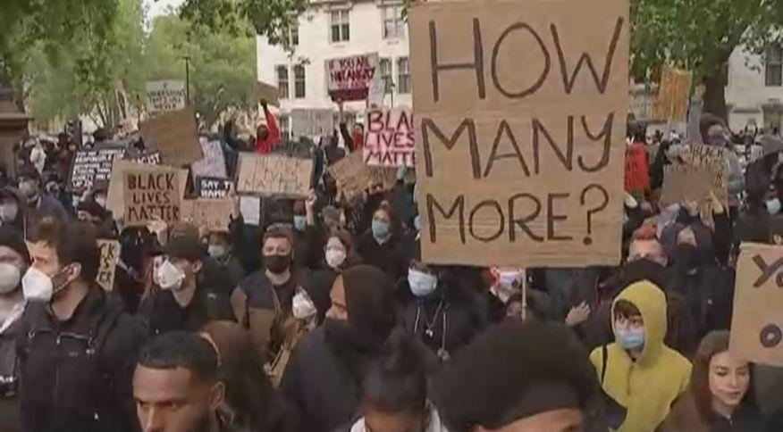 Manifestantes tomam ruas de Londres em ato antirracista após morte do americano George Floyd (06.jun.2020)