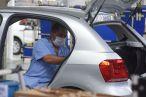 Falta de peças faz Volks suspender 1,5 mil contratos no ABC, diz sindicato