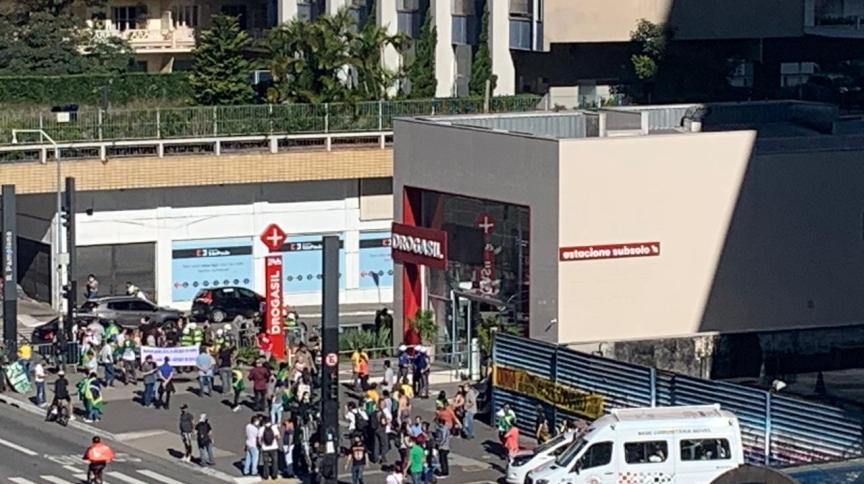 Manifestantes a favor do governo de Jair Bolsonaro na Avenida Paulista