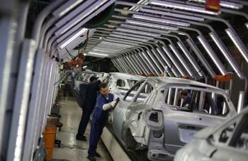 Em maio, a Foxconn e o grupo Stellantis anunciaram um plano para criar uma joint-venture para fornecimento de tecnologias para carros conectados.