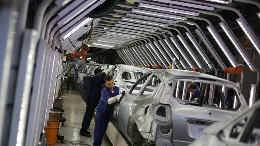 Previsão de venda de carros importados despencou com a alta do Dólar (13.Ago.2013)