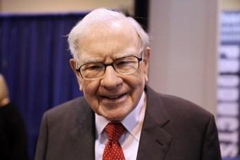 Ele agora é a sexta pessoa mais rica do mundo, logo atrás do CEO do Facebook (FB), Mark Zuckerberg, com US$ 101 bilhões