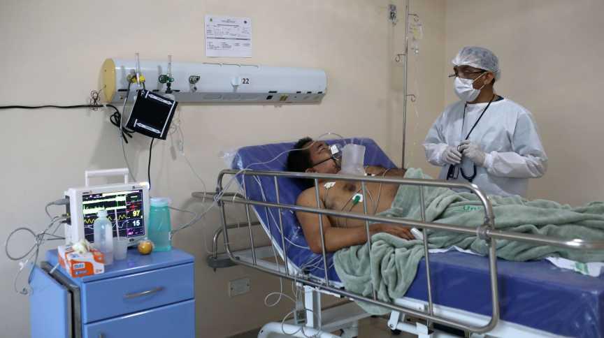 Paciente com coronavírus é tratado em hospital em Manaus (AM)