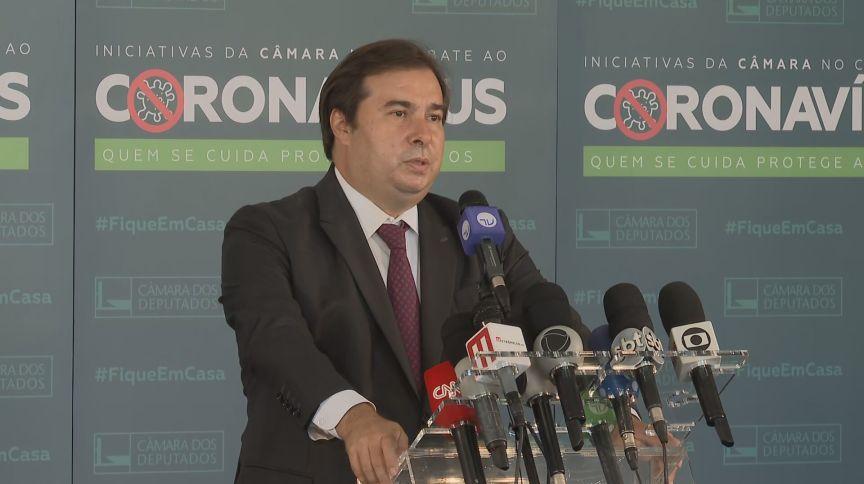 O presidente da Câmara, Rodrigo Maia (DEM-RJ), fala à imprensa
