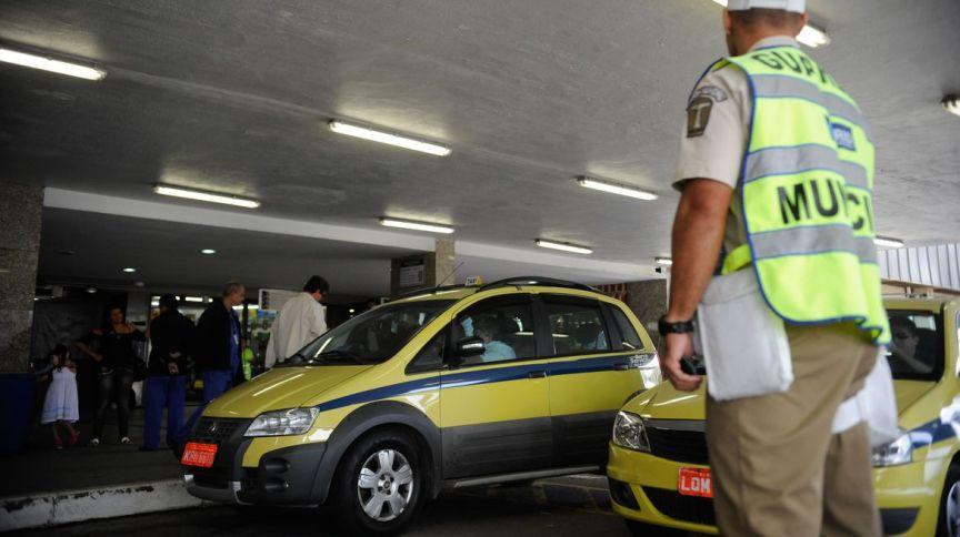Pandemia e crise econômica incentivaram revisão de normas para taxistas