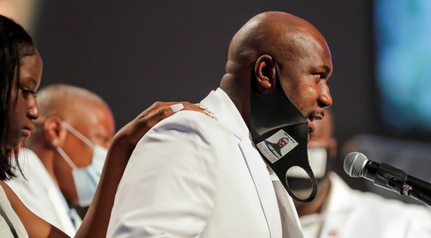 Philonise Floyd discursa durante funeral de George Floyd em Houston, no Texas