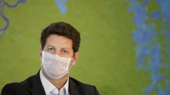 PF realiza busca e apreensão em três endereços do ministro do Meio Ambiente