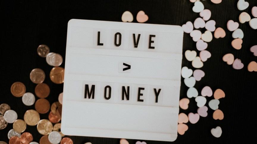 Amor e dinheiro: especialistas são unânimes em aconselhar que casais conversem sobre suas finanças