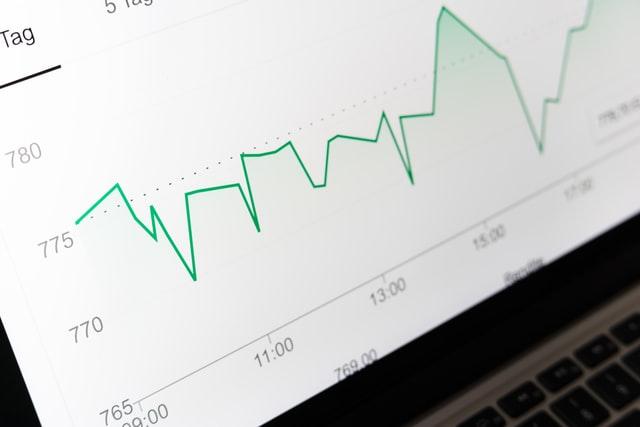 Gráfico de ações: houve aumento, mas somente 42% dos executivos e conselheiros operam 'comprados' nas ações de suas empresas