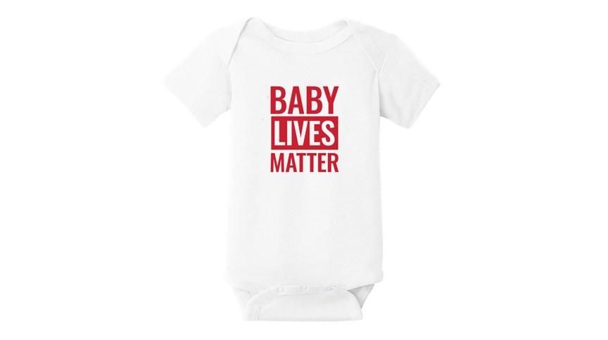 """Campanha de Donald Trump comercializa em site macacão infantil com frase """"Baby Lives Matter"""""""