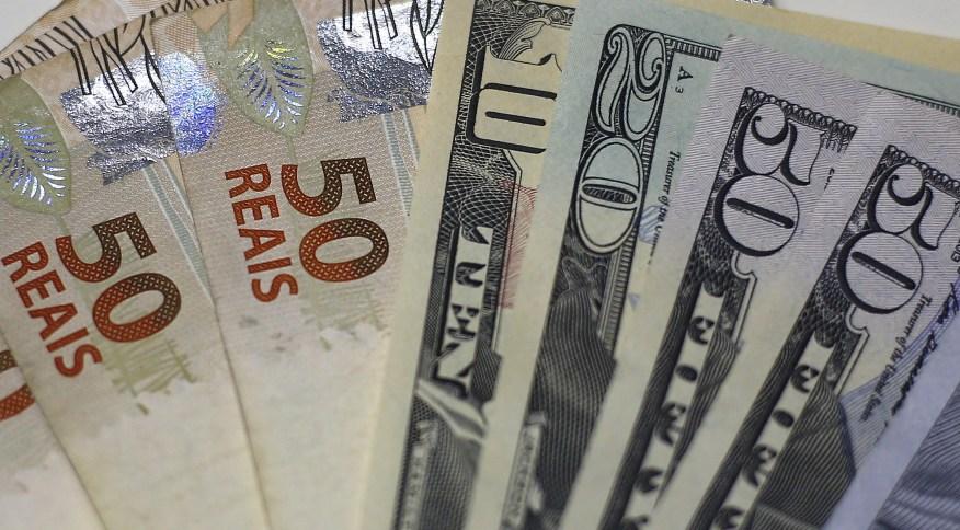 Dólar sobe com redução da liquidez