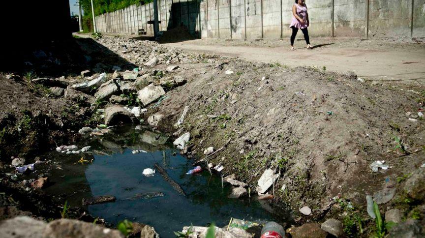 Quase metade da população brasileira ainda não tem acesso a serviço adequado de esgoto