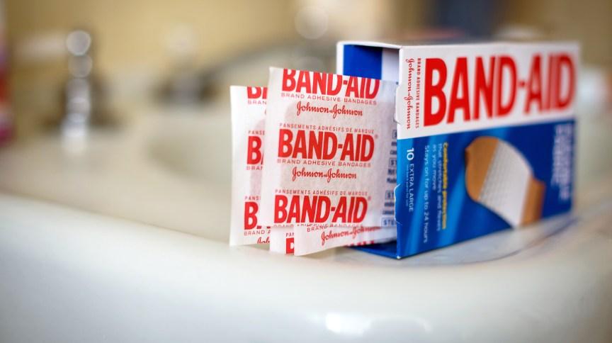 Band-Aid anunciou que voltará a fazer curativos em tons de pele negra