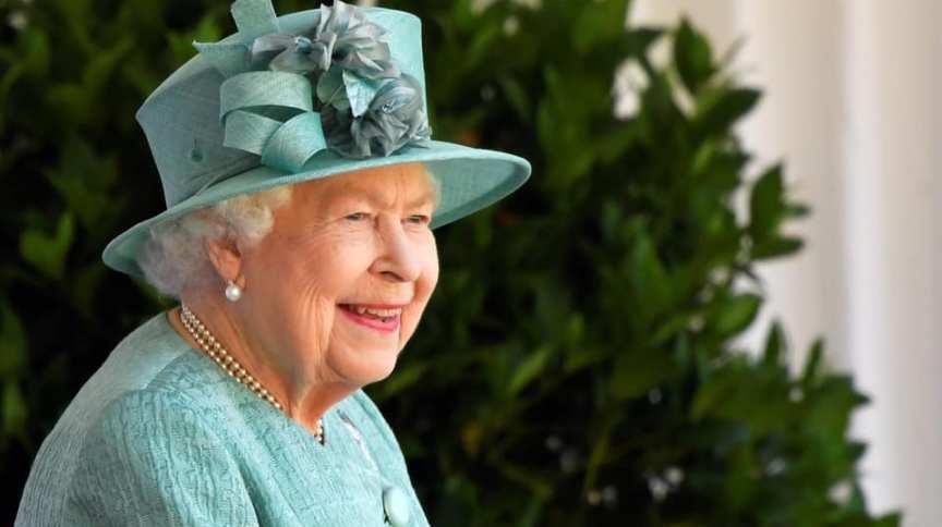 Rainha Elizabeth II, do Reino Unido, participa de cerimônia militar por ocasião de seu aniversário de 94 anos