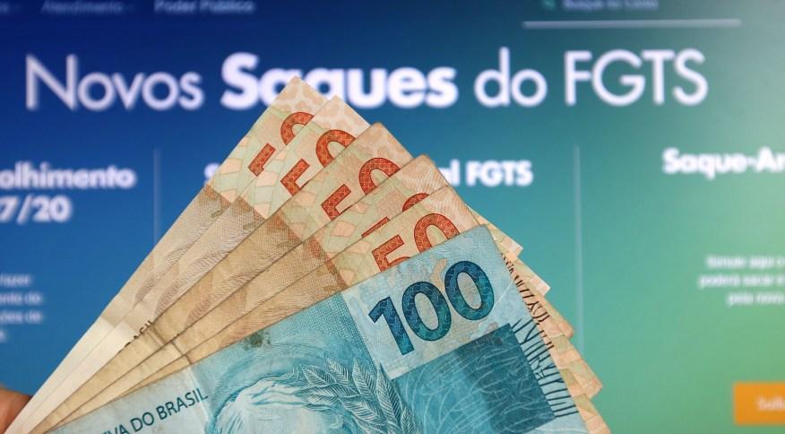 A Caixa Econômica Federal libera depósitos e saques emergenciais do FGTS, de até R$ 1.045 por trabalhador
