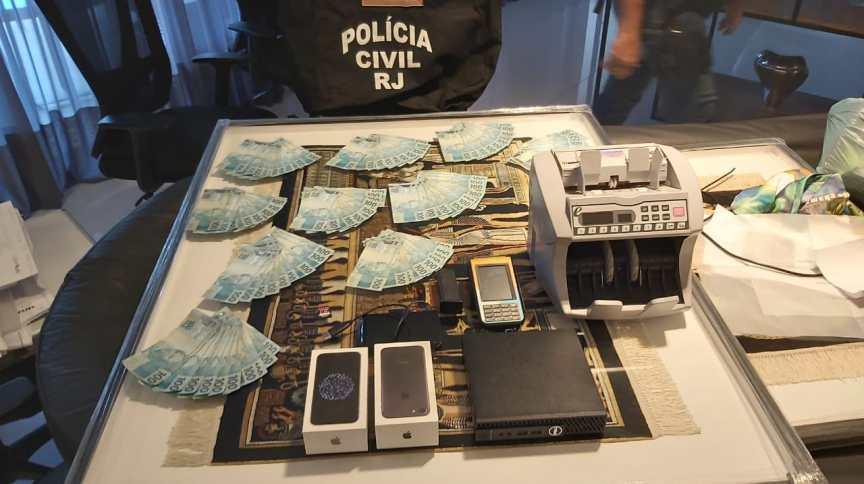 Polícia Civil do Rio apreendeu celulares e dinheiro