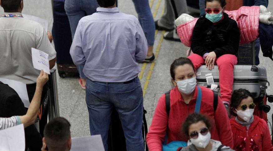 Passageiros com máscara de proteção no aeroporto do Galeão, no Rio de Janeiro (6.mar.2020)