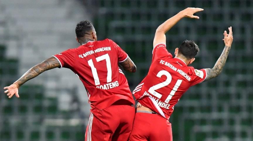Jogadores Jerome Boateng e Lucas Hernandez comemoram título do Bayern de Munique