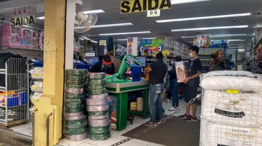 Lojas reabriram no comércio popular em São Paulo