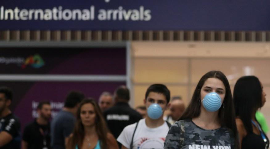 Passageiros com máscaras no aeroporto internacional do Rio de Janeiro (05.mar.2020)