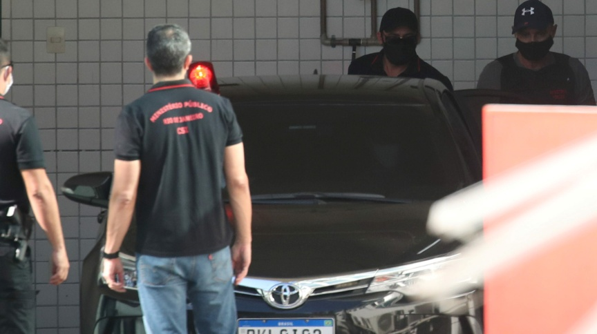Fabrício Queiroz deixa IML no Rio de Janeiro