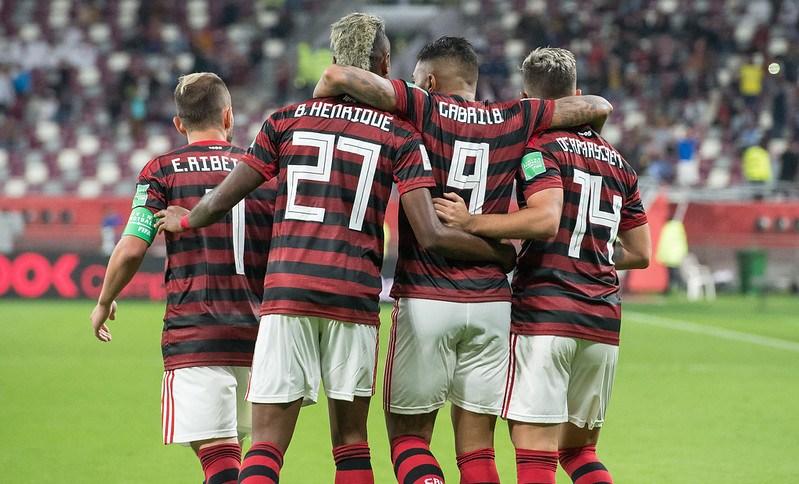 Everton Ribeiro, Bruno Henrique, Gabigol e Arrascaeta comemoram gol contra o Al-Hilal no Mundial de Clubes (17.dez.2019)