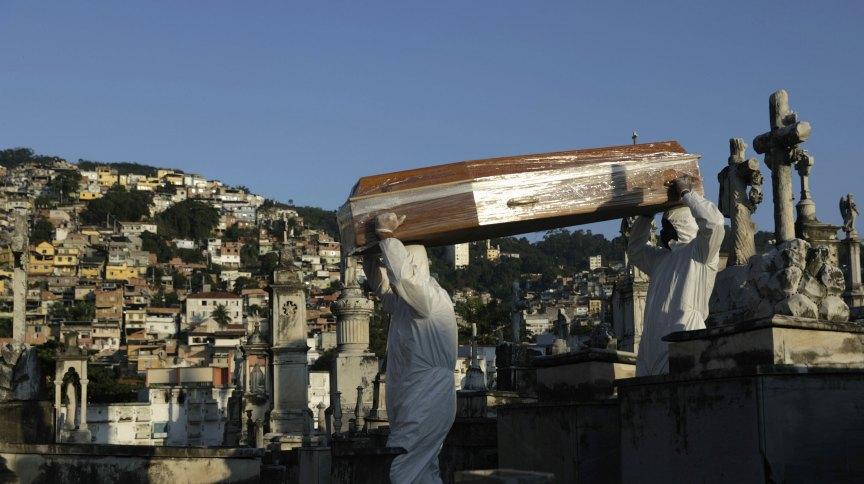 Enterro de vítima da Covid-19 no Rio de Janeiro