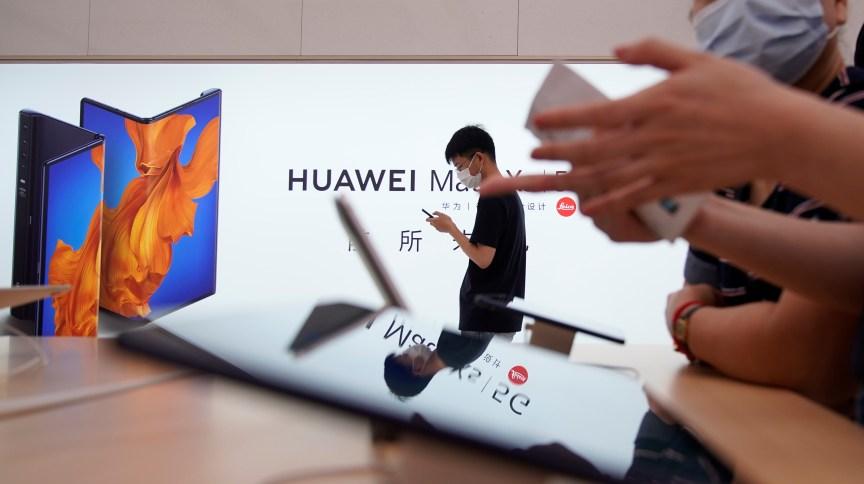 Governo americano diz que Huawei e Hikvision são apoiadas por Exército da China