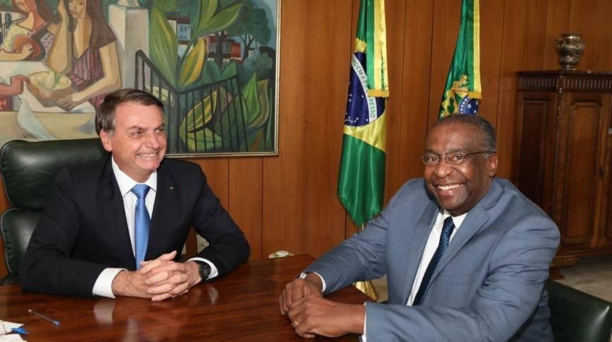 O presidente Jair Bolsonaro anuncia o novo ministro da Educação, Carlos Alberto Decotelli