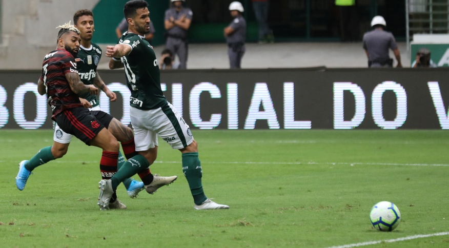 Flamengo e Palmeiras se enfrentam em São Paulo em jogo do Campeonato Brasileiro de 2019