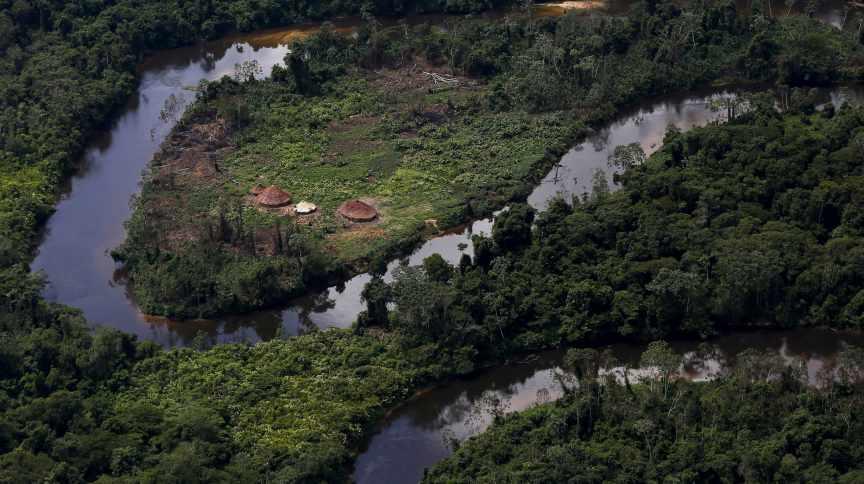 Aldeia ianomâmi na floresta amazônica em Roraima (18/04/2016)