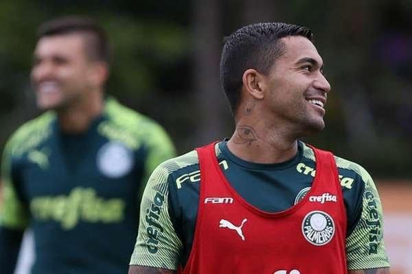 O jogador Dudu durante treino no Palmeiras, em São Paulo