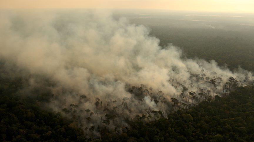 Incêndio em área da floresta amazônica na região de Porto Velho (RO)