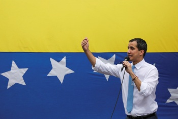 Grupo liderado por Juan Guaidó votou para repudiar resultado da eleição parlamentar da semana passada