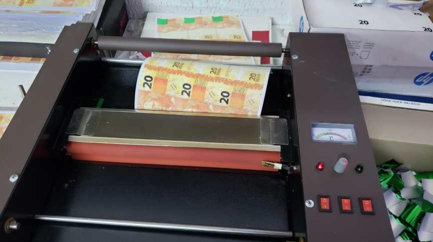 Máquina de falsificação de notas de real apreendida pela PF