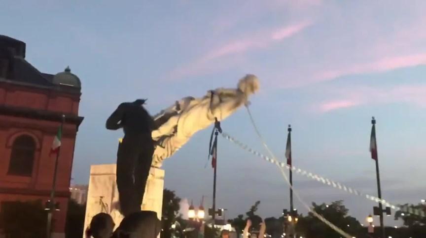 Mais uma estátua de Cristovão Colombo é derrubada nos Estados Unidos