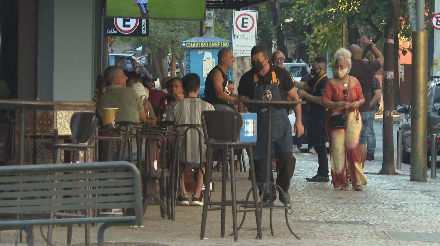 Bares movimentados nos arredores do Maracanã, zona norte do Rio