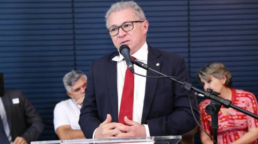 Deputado Assis Carvalho (PT/PI), durante solenidade na Câmara dos Deputados em 2019