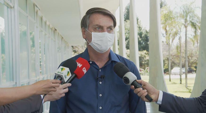 O presidente Jair Bolsonaro (sem partido) fala sobre resultado de exame para Covid-19