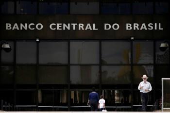 A ação, que ainda não tem um relator, é assinada pelo PT e o PSol