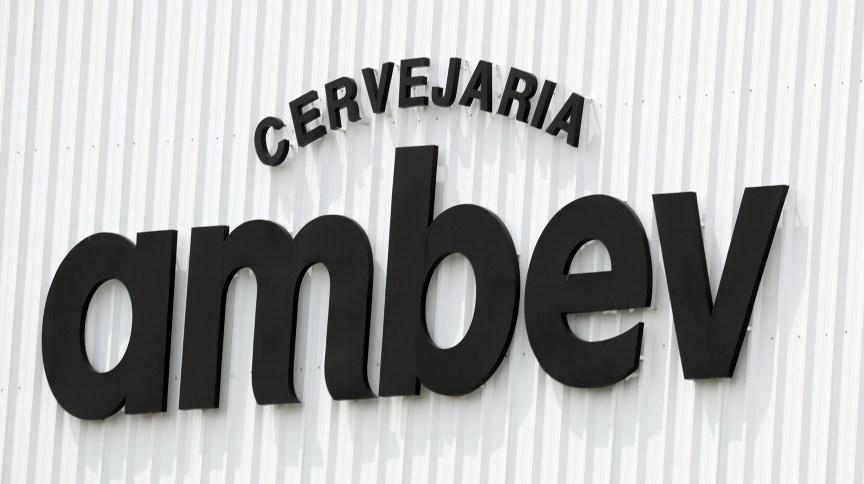 Logotipo da cervejaria Ambev: empresa abriu inscrições para seu programa de trainees