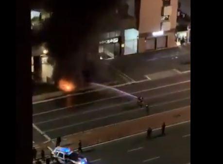 Bombeiros tentam controlar fogo na estação Brigadeiro, na avenida Paulista