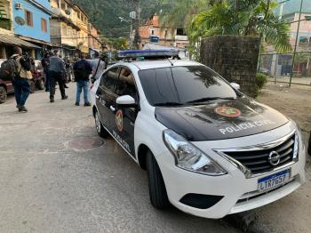 Imagens de câmeras de segurança da região estão sendo analisadas para tentar identificar o autor do ato