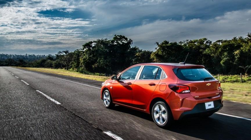 Onix Hatch 2020: carro mantém liderança nas vendas e apresentou queda no preço médio de seguro para as mulheres