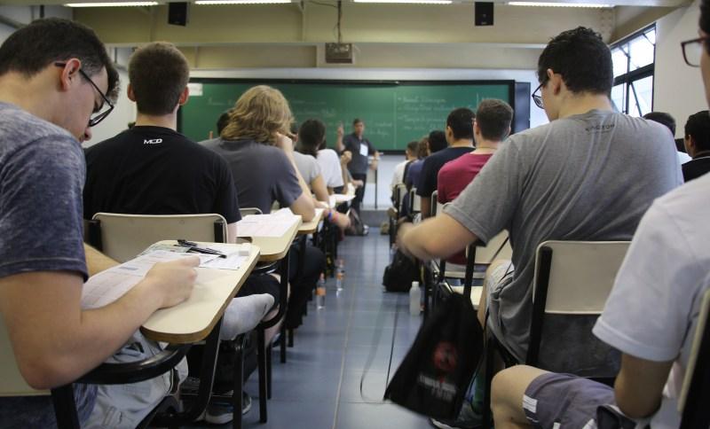Estudantes fazem vestibular da Unesp (Universidade Estadual Paulista)