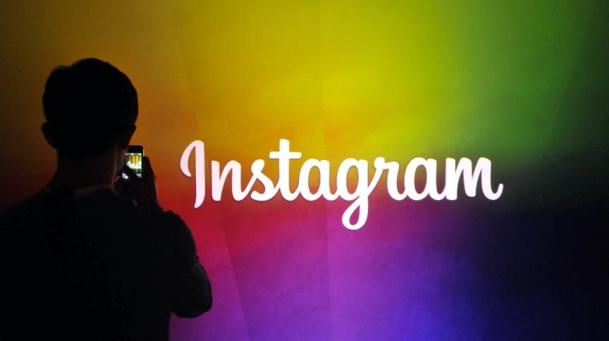 Funcionário do Instagram faz vídeo usando nova função do aplicativo na sede do Facebook durante evento - 20.jun.2013