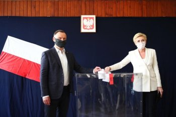 Opositor Rafal Trzaskowski não reconhece derrota, diz que boca de urna mostra eleição equilibrada e pede que sejam aguardados resultados definitivos