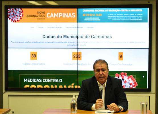 O prefeito de Campinas, Jonas Donizette (PSB), durante exposição sobre a Covid-19