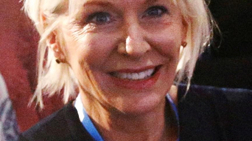 Nadine Dorries, subsecretária de Saúde do Reino Unido
